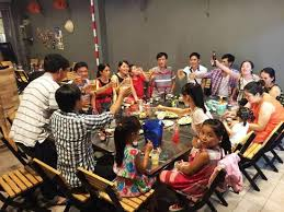 family gathering dinner celebration picture of lang nuong