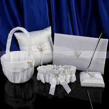 corbeille mariage livre d or et plume mariage corbeille à fleurs et oreiller à