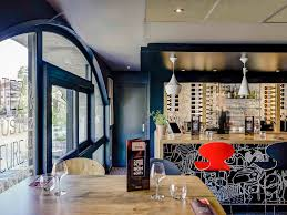 une cuisine en ville hotel in annecy ibis annecy centre vieille ville