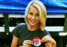 julianne hough hair safe harbor on the set in safe haven romance isn t a four letter word