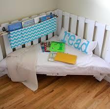 diy kinderzimmer diy sitzecke aus paletten fürs kinderzimmer freshouse