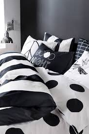 Timeless Black And White Bedrooms That Know How To Stand Out - Ideas for black and white bedrooms