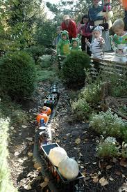 Family Garden Trains Night Of 1 000 Jack O U0027 Lanterns Enjoy Illinois