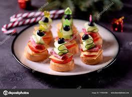 canap au fromage bandés sur brochette baguette avec fromage grillé saucisse