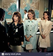 Lee grant nancy kovack mariette hartley marooned space travelers