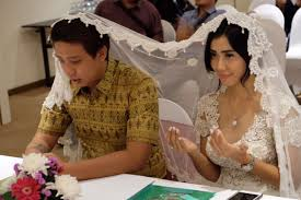 indonesian actress meets millionaire on tinder u2026marries him 6 days