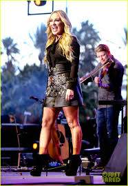 Lee Ann Womack Topless - carrie underwood reveals the food she eats the most photo 3644858