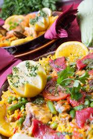cuisine traditionnelle espagnole cuisine espagnole traditionnelle paella aux crevettes et légumes