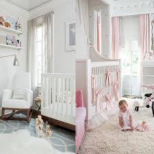 chambre pour bébé fille une chambre bébé blanche design et classique à la fois idées