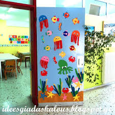 Christmas Classroom Window Decorations by 488 Best Decorate Your Door Images On Pinterest Decorated
