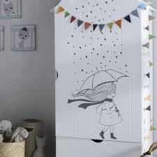 stickers muraux chambre bébé stickers muraux chambre enfant la fille sous la pluie