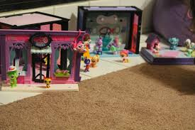 the bold and brewtiful bzzreport littlest pet shop each littlest pet shop set comes with tons of tiny parts known as deco bits that attatch to all pets the walls etc and they make things cute