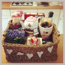 Gifts For Mothers At Christmas - best 25 gift hampers ideas on pinterest xmas hampers diy
