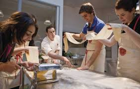 cours de cuisine pour 2 un cours de cuisine à l atelier des chefs à lyon 69002