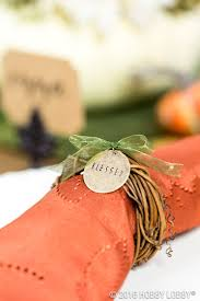 Diy Thanksgiving Table Runner The Chic Site by 210 Best Thanksgiving Decor U0026 Crafts Images On Pinterest Decor