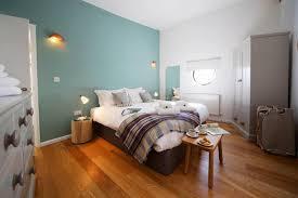 schlafzimmer hellblau blaue wandgestaltung bilder ideen couchstyle