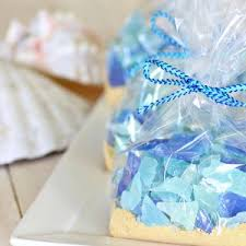 wedding favors for guests 25 wedding favors your guests will bridalguide