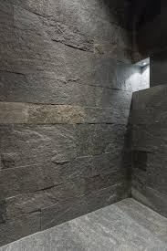 Naturstein Bad Bei Der Dusche Im Badezimmer Wurde Der Boden Und Die Wände Aus