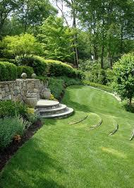 image amenagement jardin aménagement jardin en pente u2013astuces pour apprivoiser le terrain