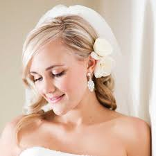short hairstyles for wedding bride picking up the short