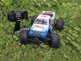 70 km radio controlled petrol powered monster truck