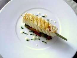 cuisiner espadon espadon grillé méli mélo de poivrons crème d ail et coulis de