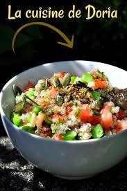 moulin graines de cuisine salade de quinoa tomates petits pois frais et graines