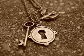 key love necklace images Key of love necklace macro wallpaper pics 2372 wallpaper high jpg