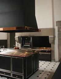 cuisine ambiance une cuisine de malouinière dans le style la cornue ambiance