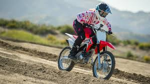 girls on motocross bikes first timer girls want to ride too transworld motocross
