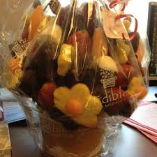 fruit arrangements delivered edible arrangements 40 reviews florists 136 s dearborn the