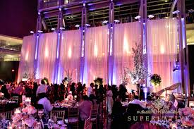 reagan building wedding lighting two tone uplighting