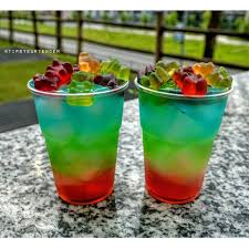 apple martini mix rainbow gummy bear blast cocktail tipsybartender com