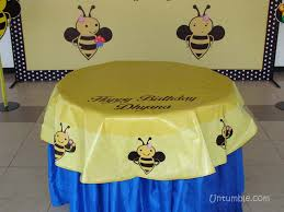 Bumble Bee theme Circular table cover with a message Untumble
