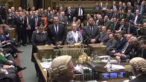 chambre des communes les députés britanniques autorisent theresa may à déclencher le brexit