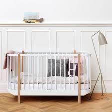 chambre bebe design scandinave lit bébé évolutif en bois massif design scandinave oliver furniture