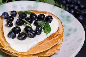 Restaurant Esszimmer Salzburg Gault Millau Pancakes Mit Leicht Gesüßtem Schafsjoghurt Und Blaubeeren Essen