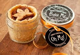 fall wedding favor ideas pumpkin pie diy favors for novemeber weddings 50 wedding favors
