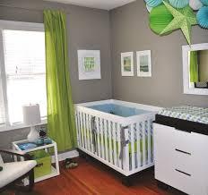 déco originale chambre bébé chambre de bébé moderne mur gris rideau vert decoration originale