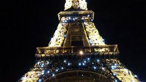 eiffel tower blinking lights at