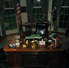 John F Kennedy Rocking Chair 28 Jfk Desk Oval Office Jfk S Oval Office Desk President
