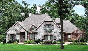 Landscaping Pictures For Front Yard - feng shui home for wealth with bright and open front yard landscaping