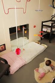 chambre bébé montessori amenagement chambre bebe montessori jeunes enfants