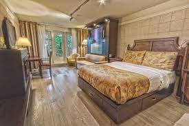 hotel chambre fumeur chambre hôtel québec plus à 2 grands lits foyer et balcon vue