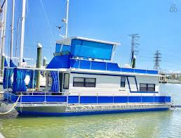 airbnb houseboats all aboard 10 airbnb boats in galveston county texas trip101