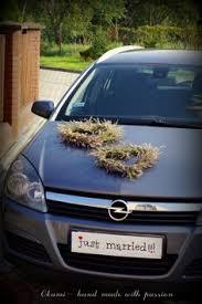 hochzeitsdekoration auto auto bloemstuk via flora wedding cars