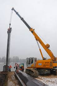 telescopic crane and material handler place sheet pile walls in