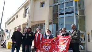 bureau de poste gare de l est ils s opposent à la fermeture annoncée de 3 bureaux de poste lavallois