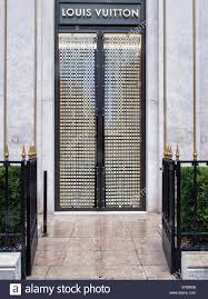 louis vuitton store entrance avenue montaigne paris street of