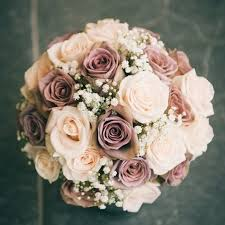 wedding flowers roses the colors in this bouquet it has the amnesia roses and